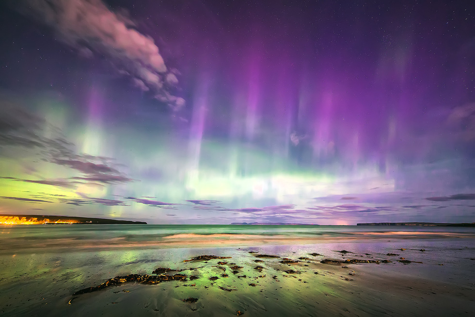Thurso-aurora-under-in-full-moonlight-Stewart-Watt.